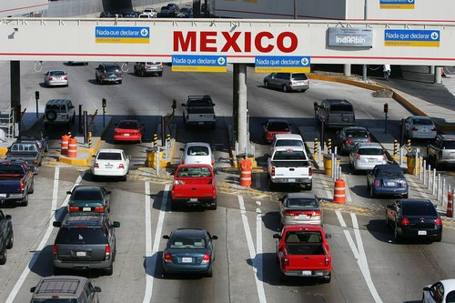 U.S. & Mexico border-crossing restrictions to officially stay in place through Oct. 21 - KVIA