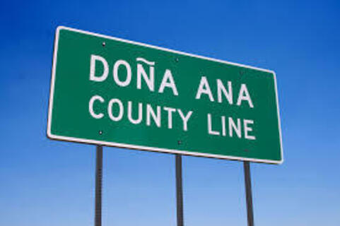 Highway sign advising motorists that they're entering Dona Ana County.