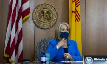 new mexico governor wears face mask