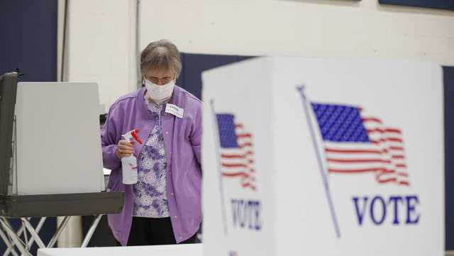 election-new-mexico-poll-worker