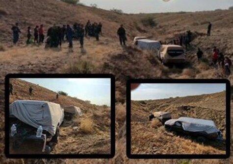 Scene in Lordsburg where Border Patrol found 70 migrants loaded into 3 vehicles.