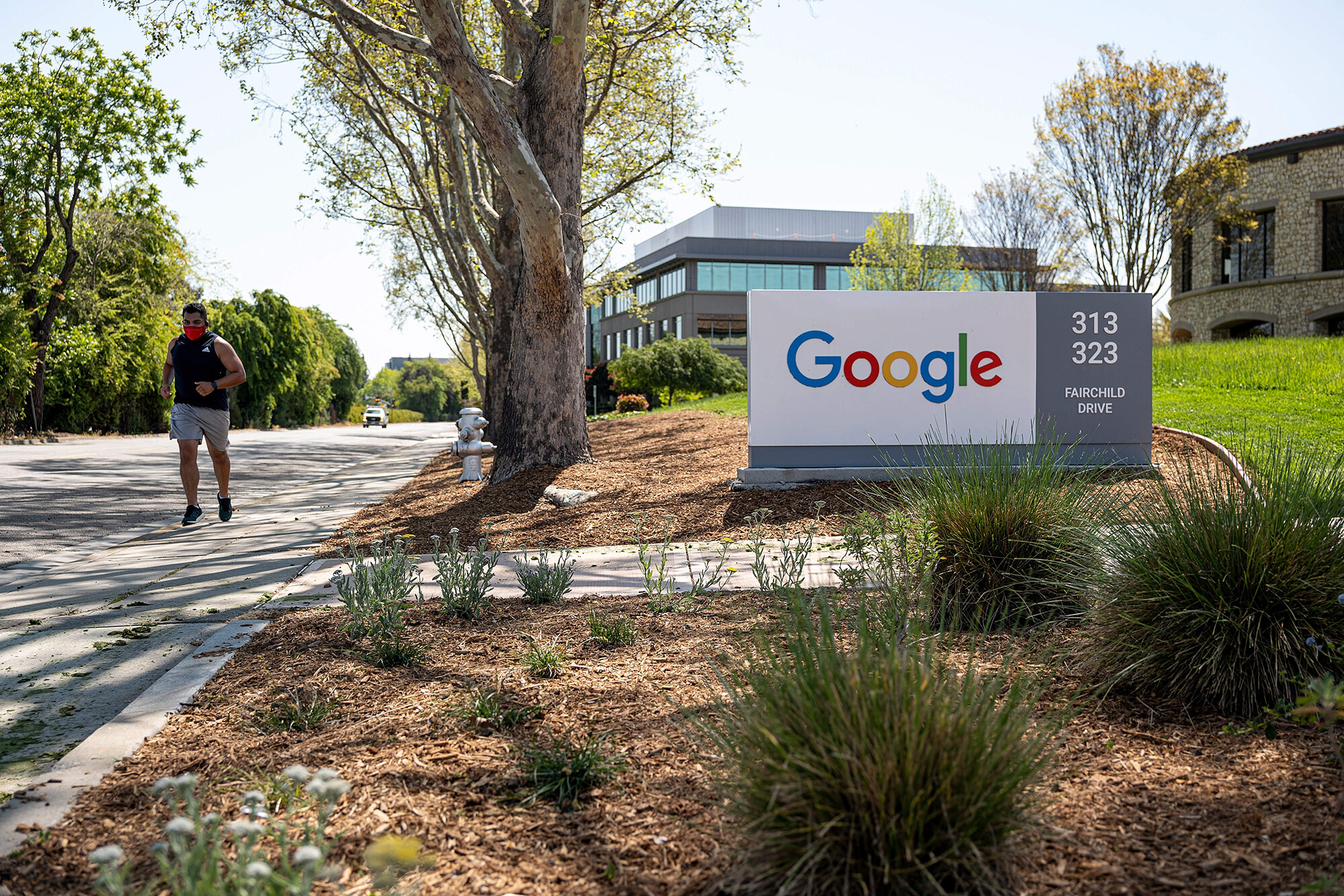 <i>David Paul Morris/Bloomberg/Getty Images</i><br/>Google on July 28 became one of the first major Silicon Valley firms to say it will require employees to be vaccinated when they return to the company's campuses.