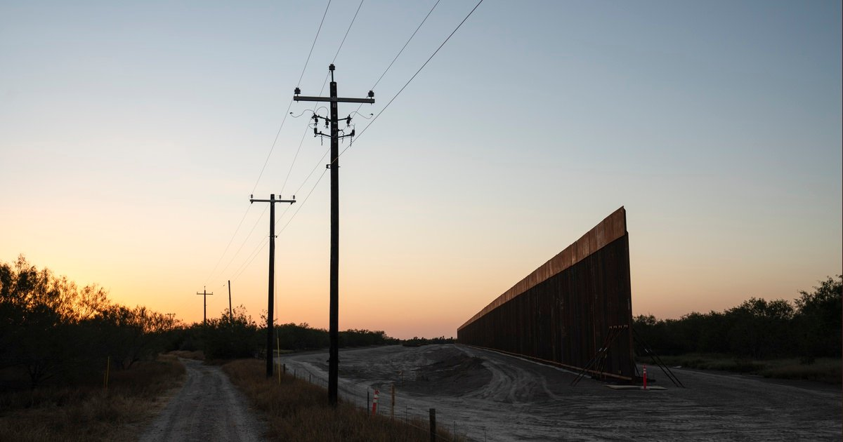 A section of border wall under construction in La Grulla, Texas.