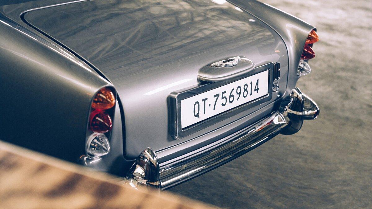 <i>Aston Martin</i><br/>