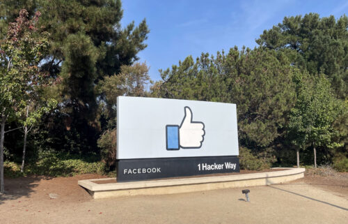 Facebook plans to announce a new name next week.